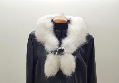 Κασκόλ γούνινο πομ πομ λευκό
