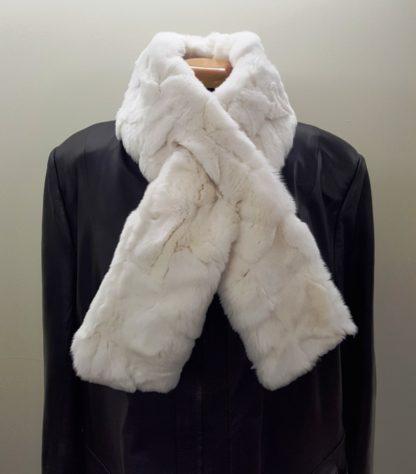 Κασκόλ με γούνα πλακέ λευκό